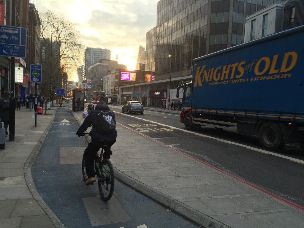 倫敦的Cycling Super Highway,攝於White Chapel附