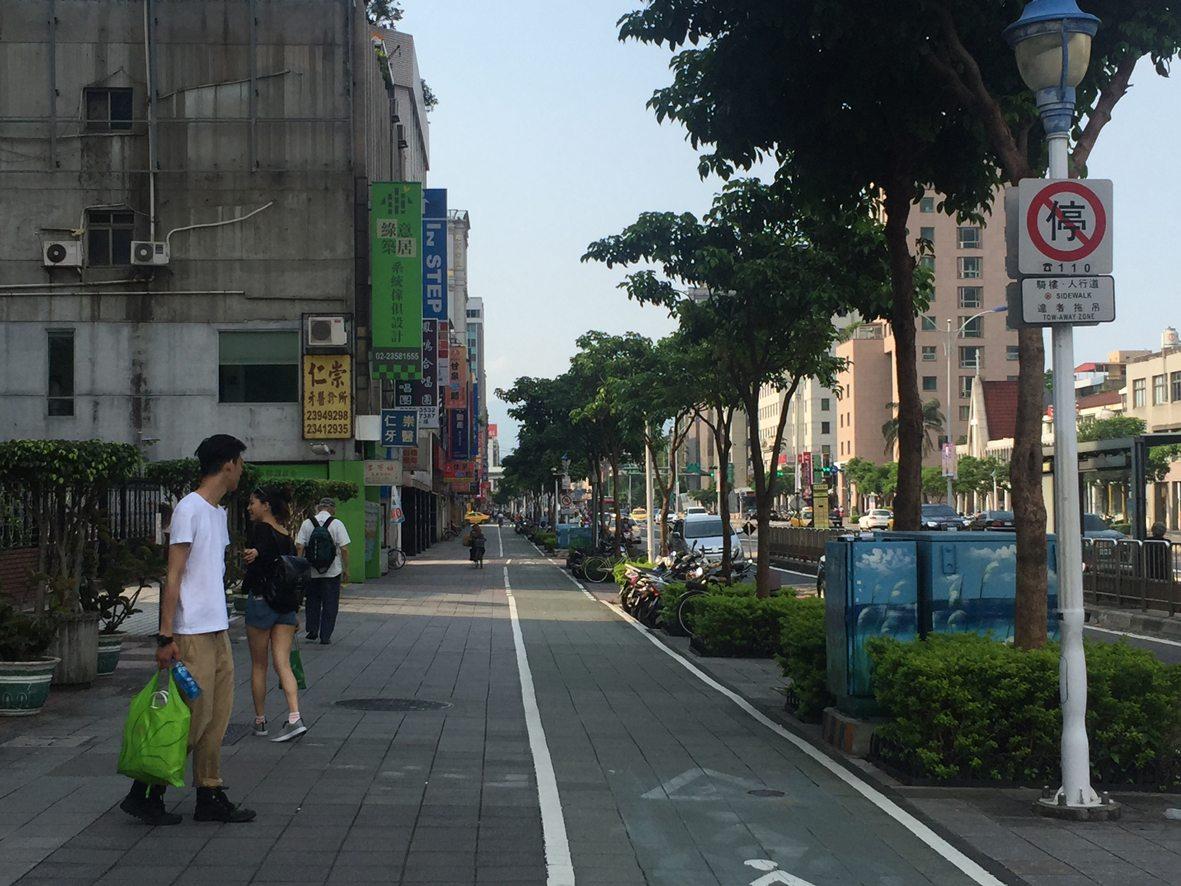 人行道行步行15
