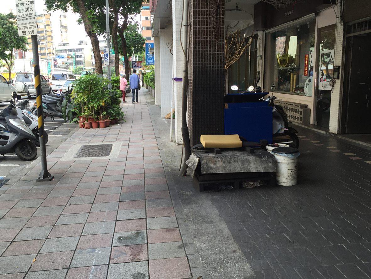 人行道行步行32