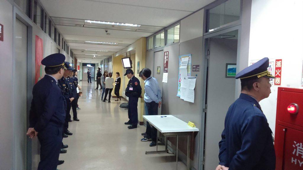 第二次審議會場外,站滿駐衛警(照片提供_搶救北北三)
