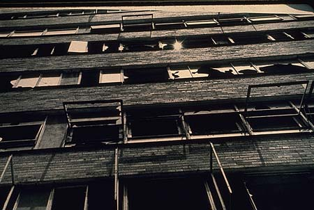 fig-8-pruitt-igoe-vandalized-windows