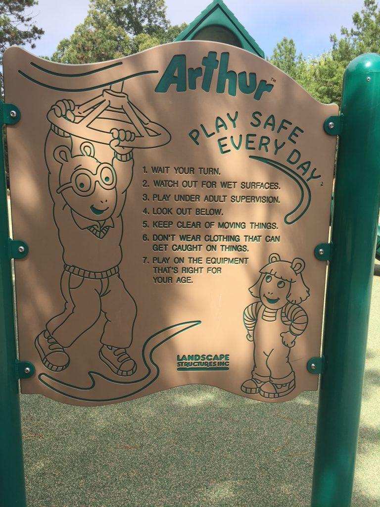 兒童遊戲場的說明 (要玩自己年齡可玩的, 要有大人在旁, 要注意下面... 總之就是大人小人都要負責)